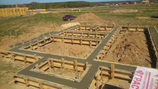 Как правильно сделать фундамент? Можно ли заливать фундамент частями за несколько дней?