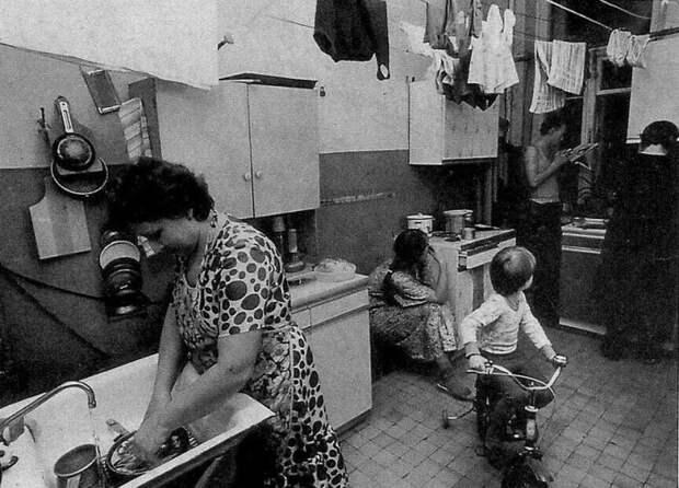 В кухне встречались все жильцы. И не всегда с добрыми намерениями./Фото: jordin.ru