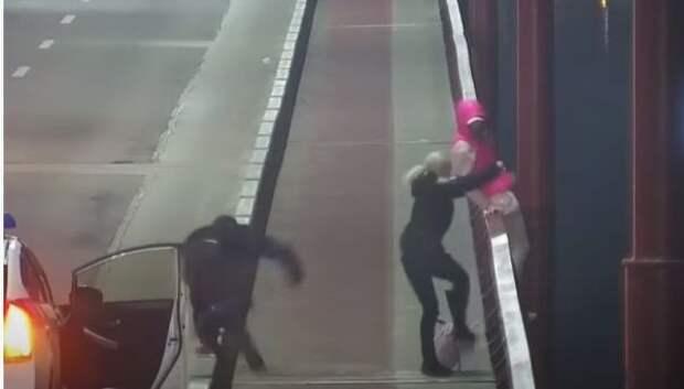 ВДнепропетровске полицейские спасли девушку замиг досамоубийства