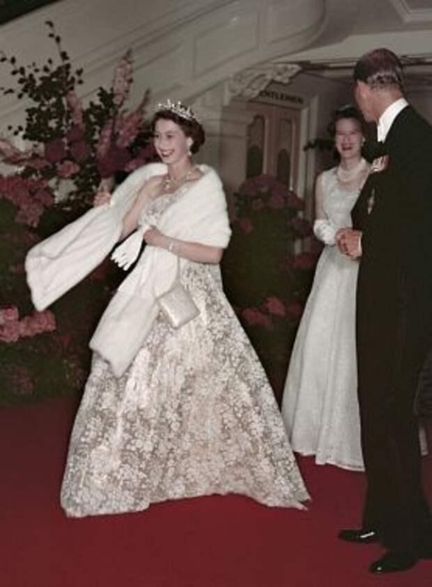 Королевский гардероб: как менялся стиль Елизаветы II на протяжении 90 лет