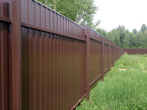 Какой стороной нужно поставить забор, чтобы за него заплатил сосед — оградили себя, а платить не вам