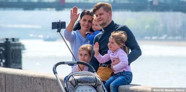 Собянин увеличил предельный возраст претендующих на допвыплату при рождении ребёнка. Фото: Ю. Иванко mos.ru