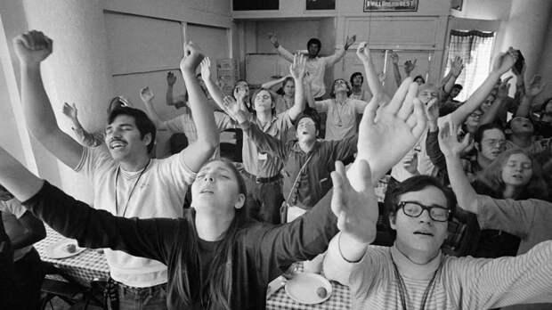 Секты. Как развивались духовные сообщества после развала СССР?