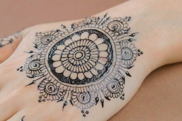 Как сделать «временную татуировку» хной своими руками