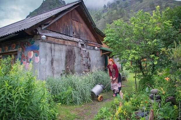 Найти ее дом в селе просто - каждый знает. https://www.facebook.com/kazina.sveta