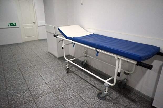 В Бурятии врачи заперли в подсобке пациента, умиравшего от пневмонии. Его тело нашел отец