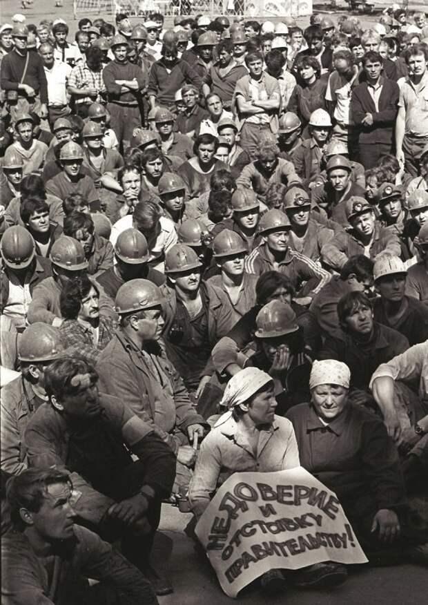 Бастующие шахтеры Копейска. 1990 год.