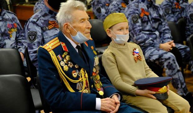 Для ветерана вБелгороде провели персональный парад вчесть Дня Победы