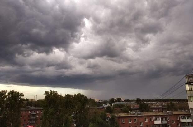 В МЧС предупредили о грозах с градом и сильном ветре в ряде регионов России