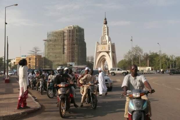 Мали закрывает границы и вводит комендантский час — СМИ