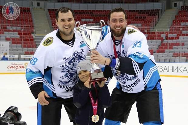 Хоккеисты из Севастополя порвали Сибирь и Москву