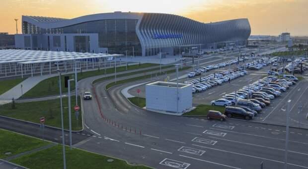 Два таксиста обдурили аэропорт Симферополя на 600 тысяч рублей