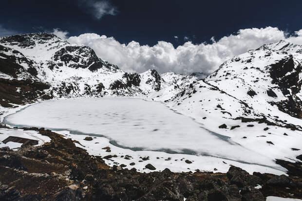 Озеро Госайнкунда ― царство потерянных магических символов.