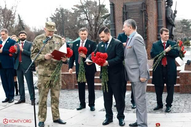Глава ДНР Захарченко посетил Крым в годовщину референдума о присоединении к России 3