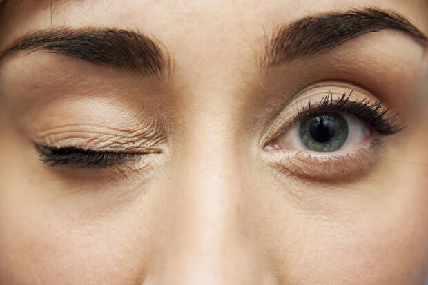 Народные приметы: к чему дергается глаз