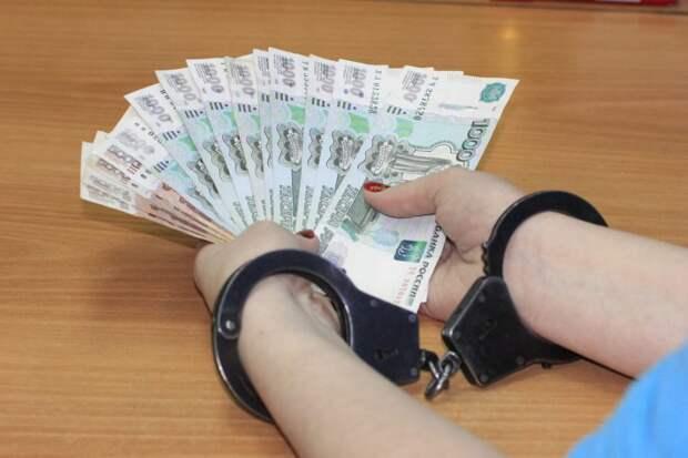 Продавец-кассир автомойки на Бору присвоила почти 400 тысяч рублей