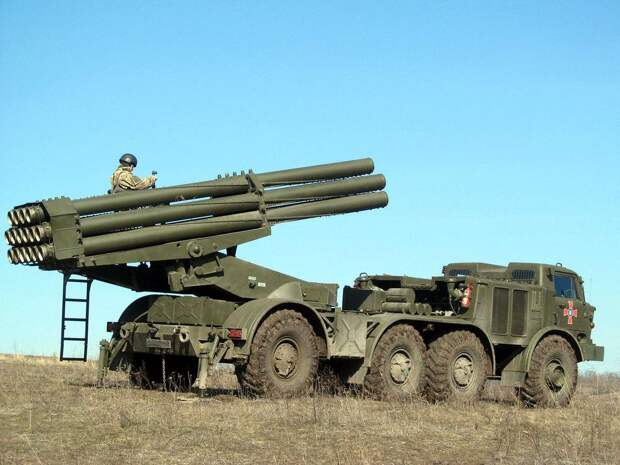 Киев стягивает на Донбасс реактивные системы залпового огня и танки