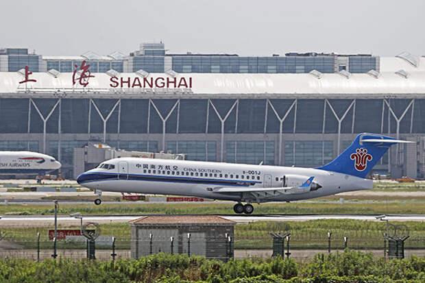 Крупнейшая авиакомпания КНР начала использовать отечественный самолет ARJ21