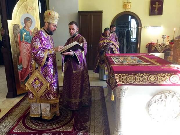 В Великий Четверток епископ Серафим совершил Божественную литургию и диаконскую хиротонию в Никольском кафедральном соборе.