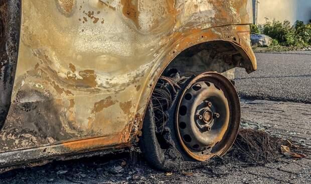Перепутал машины: мстительный крымчанин сжег не то авто
