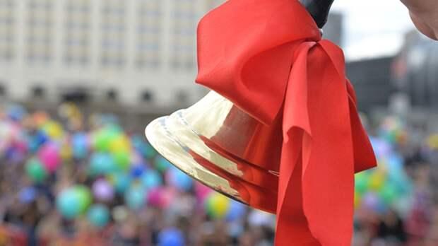 Школы Санкт-Петербурга смогут провести последние звонки на улице