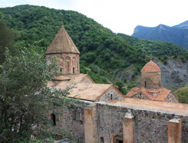 Миротворцы РФ обеспечили защиту христианской святыни в Нагорном Карабахе