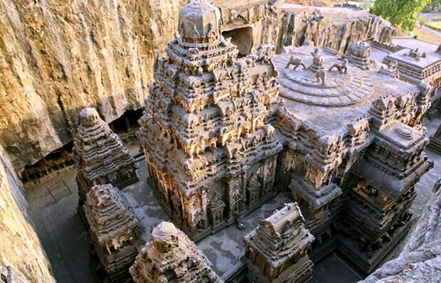 Загадка древнего индийского храма, который вырезан из цельной скалы