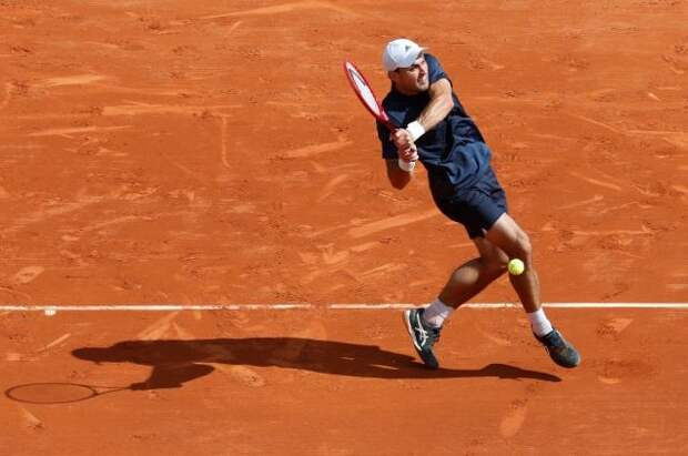Карацев не смог пробиться в четвертьфинал теннисного турнира в Мадриде