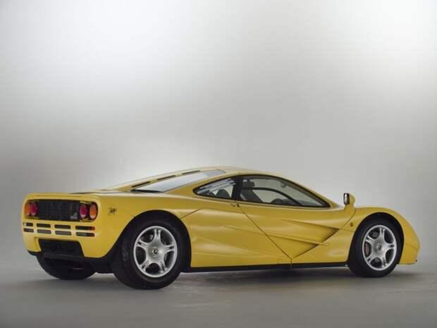 В задней части купе — автограф создателя Макларена F1 Гордона Мюррея. mclaren, mclaren f1, авто, аукцион, коллекция, спортивный автомобиль, спорткар, суперкар