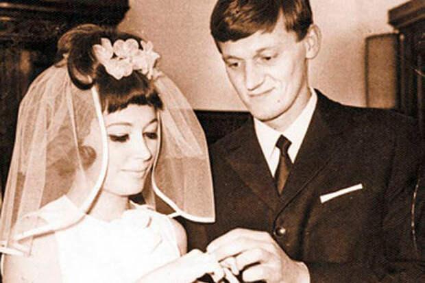 5 знаменитостей, которые первыми предложили на них жениться