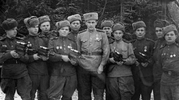 Шестая серия документального проекта «Как снимали войну» рассказывает о киноавтоматах оператора Николая Лыткина