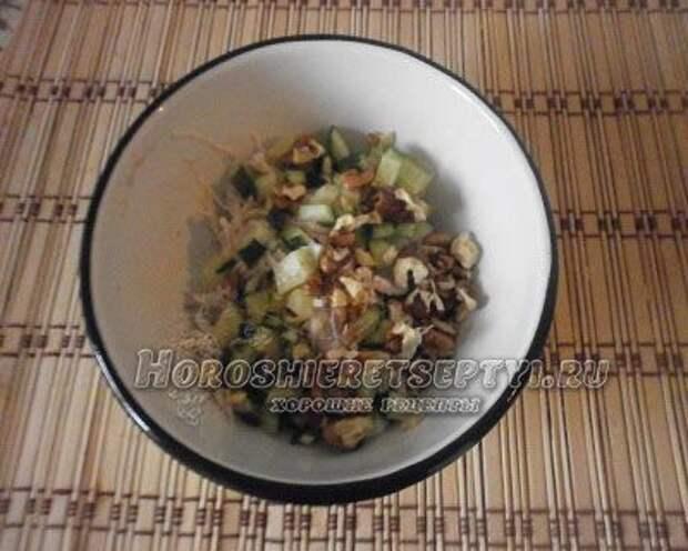 Рецепт салата с курицей и орехами