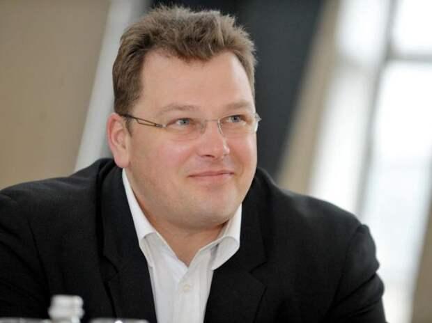 Латвийский банкир назвал русский «языком дикарей»