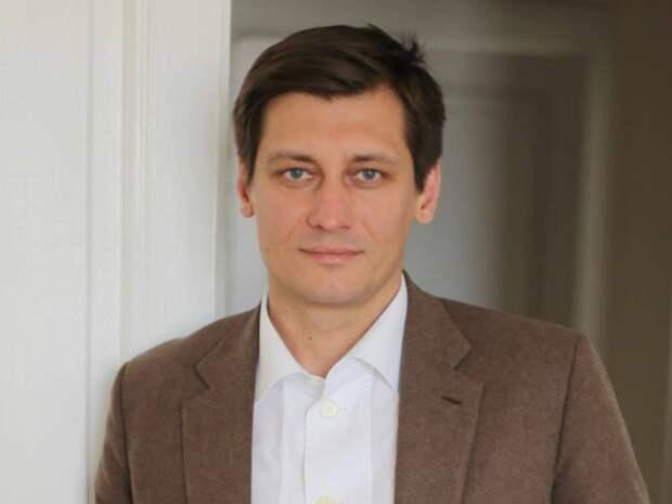 Оппозиционер Дмитрий Гудков покинул Россию