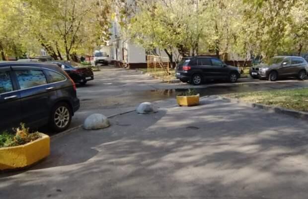 На улице Зорге машины больше не будут парковаться на тротуаре