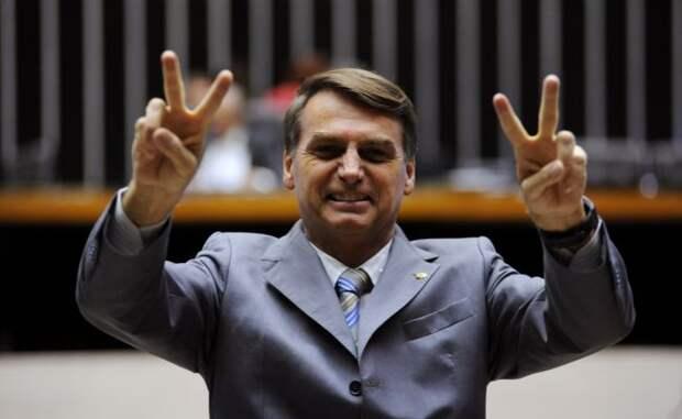 Президента Бразилии могут объявить убийцей из-за его отношения к пандемии COVID-19