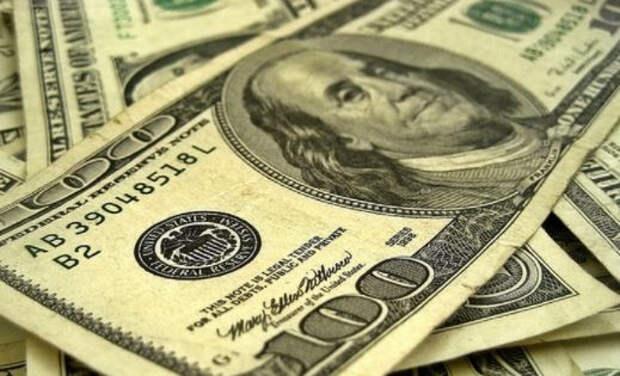 Bloomberg: мировой экономике без доллара не обойтись, и в России это понимают