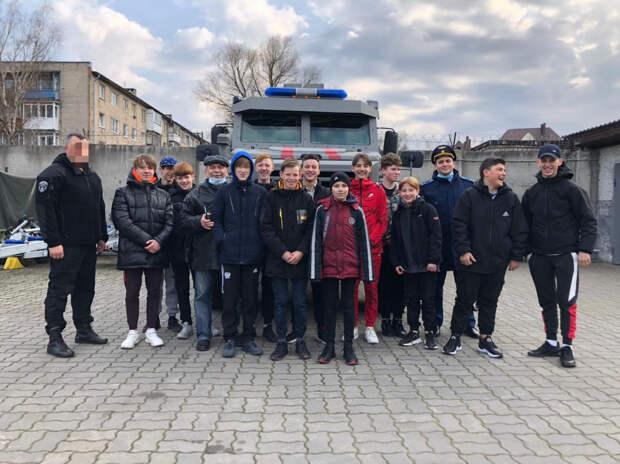 В преддверии Дня Победы в Великой Отечественной войне школьники посетили музей спецподразделений Росгвардии