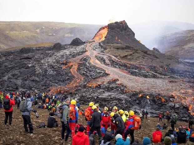 Действующий вулкан выставили на продажу в Исландии