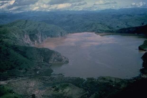 Топ-10: Странные озёра со всего света