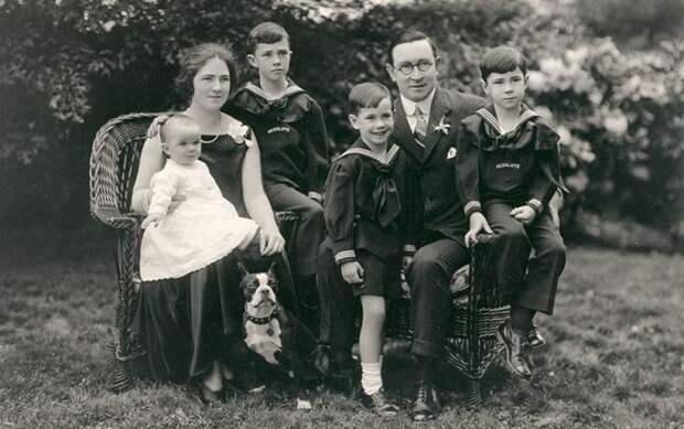 Берти Ч. Форбс с женой и детьми. / Фото: www.gorets-media.ru