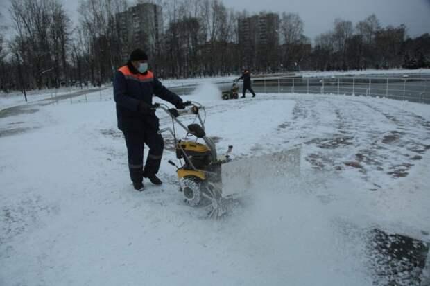 Идет уборка снега/Андрей Дмытрив, «Звездный бульвар»