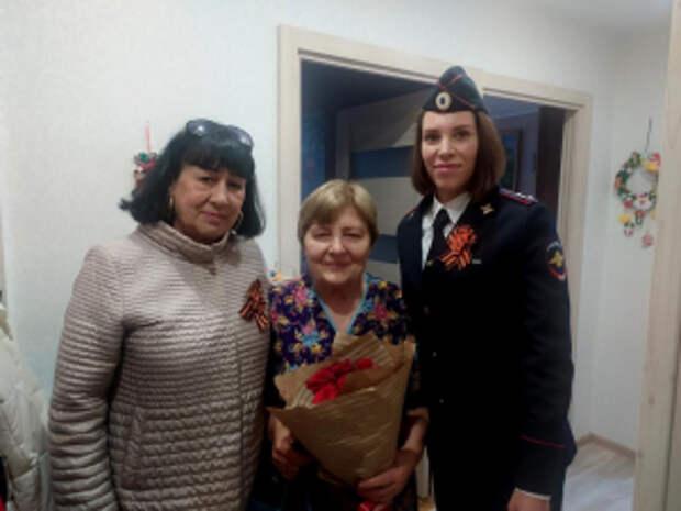 Сотрудники транспортной полиции Владивостока совместно с общественниками поздравили ветеранов с Днем Победы