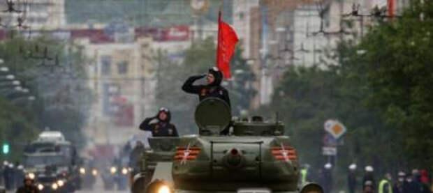 В Москве четверо молодых людей хотели помешать репетиции военного парада. Их задержали