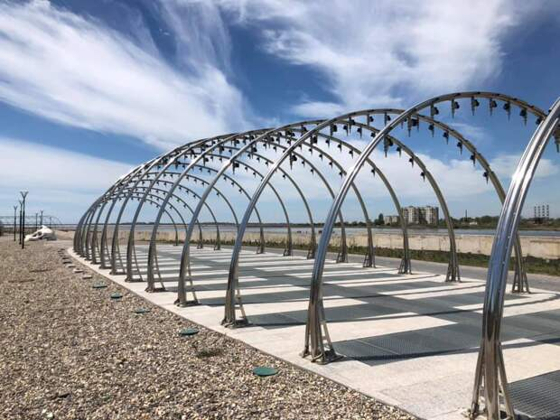 В Саках закончили строительство набережной вдоль лечебного озера. Фото