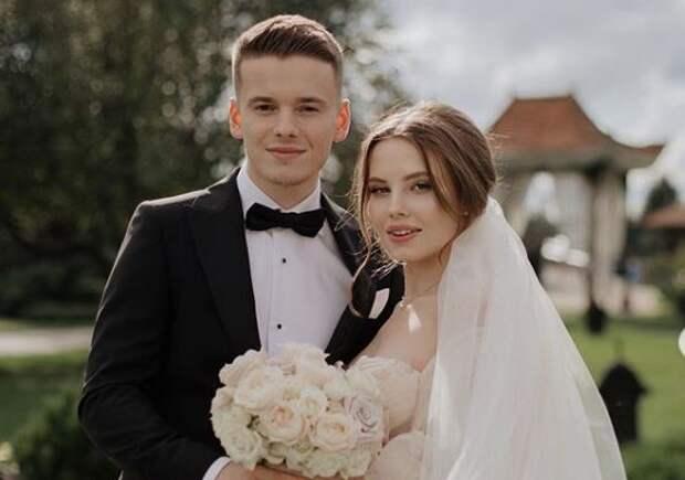 Невестка Валерии сфотографировалась вванне обнаженной