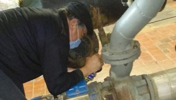 Сальники уплотнителей заменили на насосах тепловой подстанции Подольска