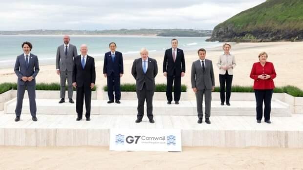 Путин наградил лауреатов госпремий и Героев труда. События дня