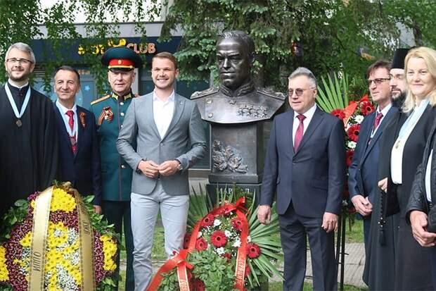 Сербские ветераны открыли памятник маршалу Жукову