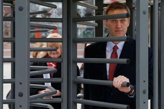 Russian opposition leader Alexei Navalny leaves after a hearing for the delivery of the European court of Human Rights Grand Chamber judgment regarding his case against Russia at the court in Strasbourg, France, November 15, 2018. REUTERS/Vincent Kessler